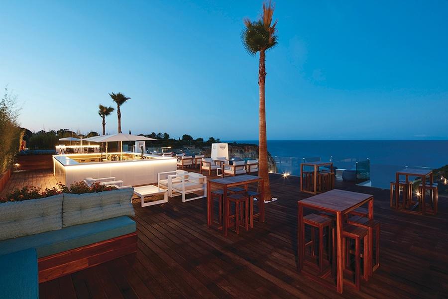Stay at the Tivoli Carvoeiro Hotel, Carvoeiro with Sunway
