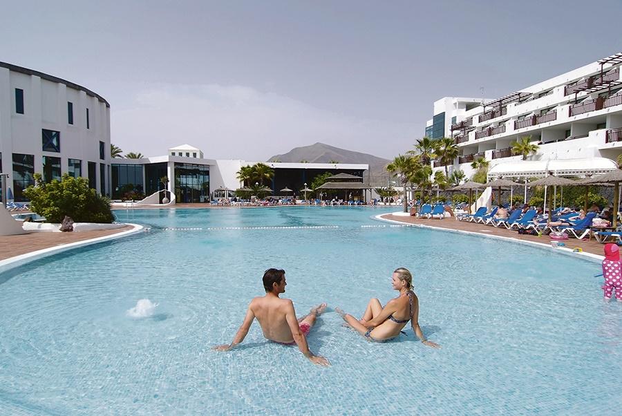 Stay at the Sandos Papagayo Beach Resort, Playa Blanca with Sunway