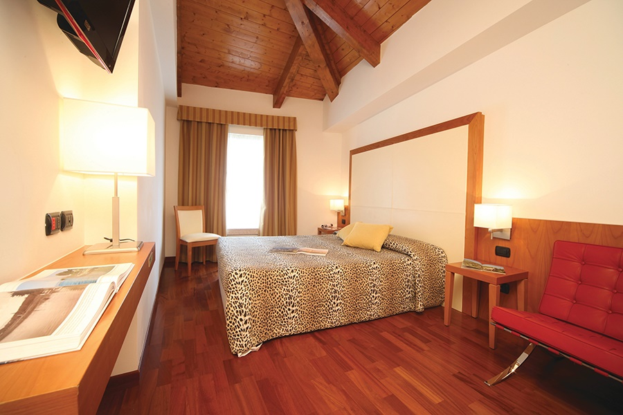 Stay at the Mavino Hotel, Sirmione with Sunway