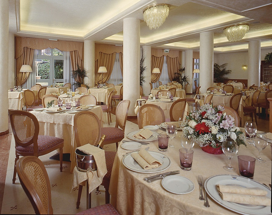 Book the Savoy Palace Hotel, Gardone Riviera - Sunway.ie