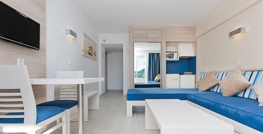 Stay at the Globales Verdemar Apartments, Santa Ponsa with Sunway