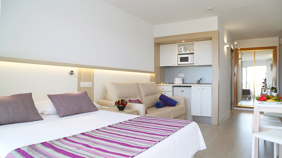 Stay at the Ola Bouganvillia Aparthotel, llles Balears with Sunway