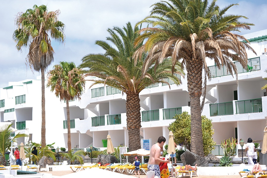 Stay at the Acuario Sol 2 Apartments, Puerto del Carmen with Sunway
