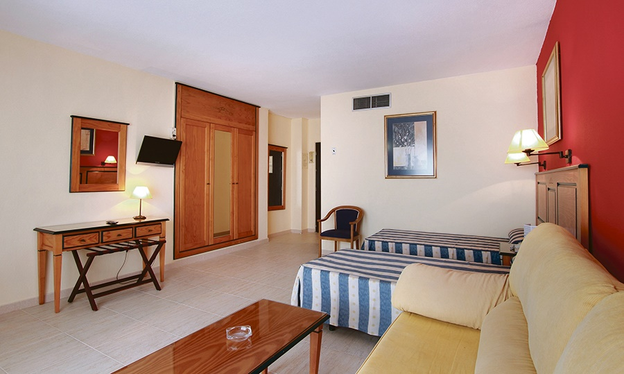 Book the Pyr Fuengirola Apartments, Fuengirola - Sunway.ie