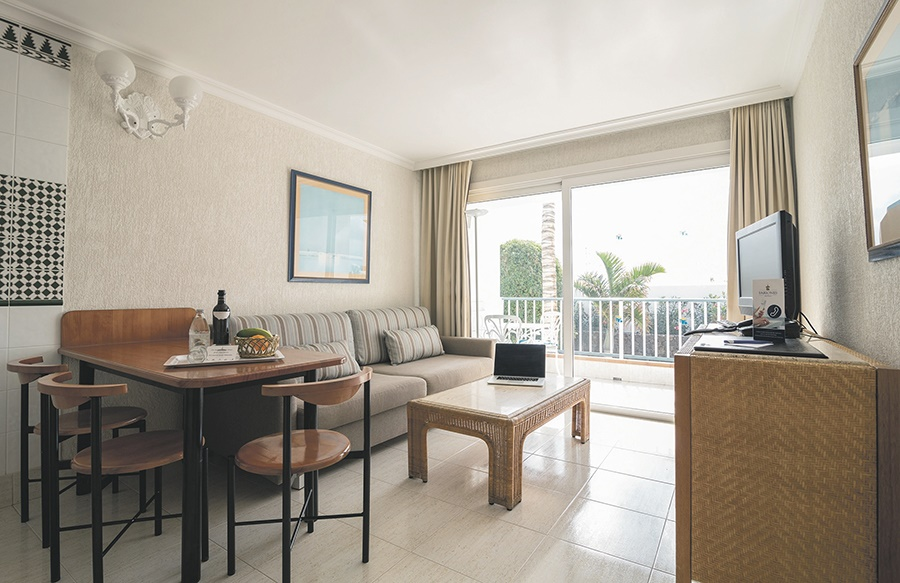 Stay at the Fariones Apartments, Puerto del Carmen with Sunway
