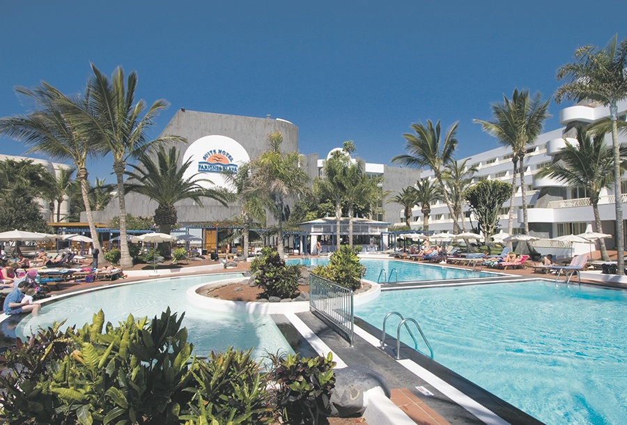 Stay at the Fariones Playa Suitehotel, Puerto del Carmen with Sunway