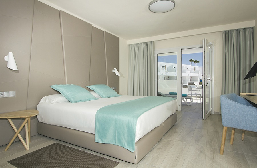 Stay at the Aqua Suites Hotel, Puerto del Carmen with Sunway