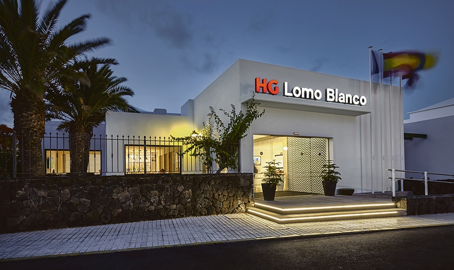 Stay at the HG Lomo Blanco Apartments, Puerto del Carmen with Sunway