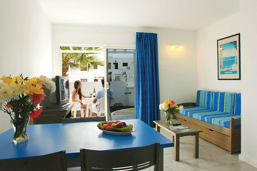 Stay at the Oasis Apartments, Puerto del Carmen with Sunway