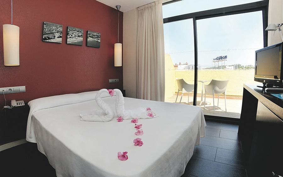 Stay at the Medplaya Calypso, Salou with Sunway