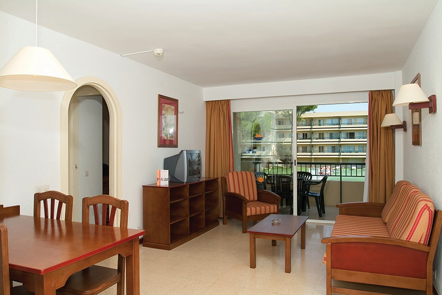 Stay at the Bellevue Club Apartments, Alcudia with Sunway