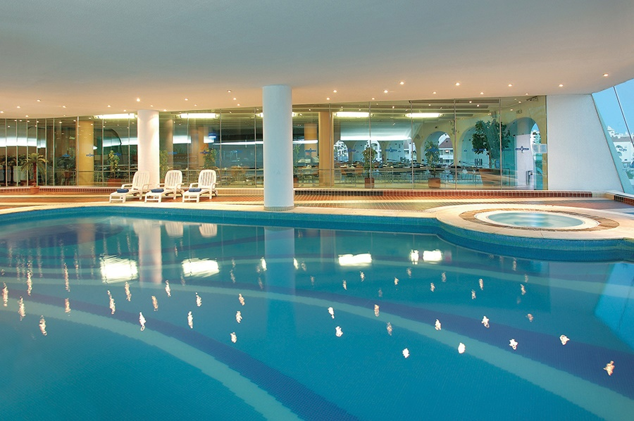 Stay at the Paraiso de Albufeira Aparthotel, Albufeira with Sunway