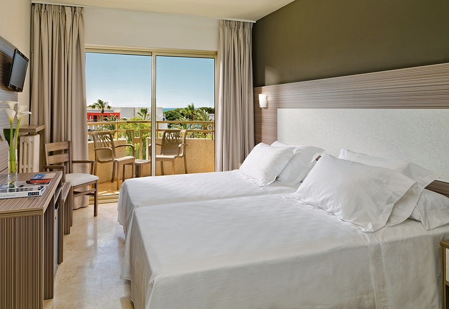 Stay at the H10 Cambrils Playa Hotel, Cambrils with Sunway