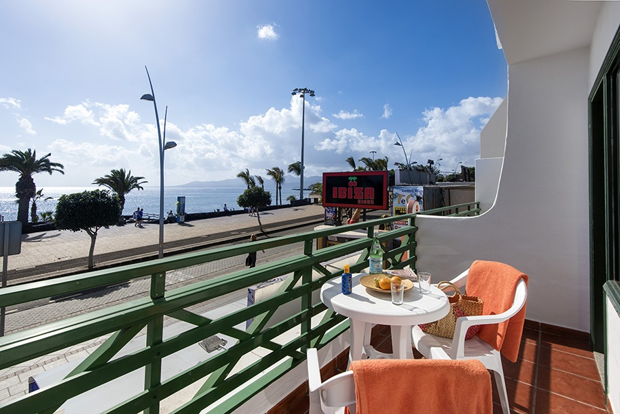 Stay at the Rocas Blancas, Puerto del Carmen with Sunway
