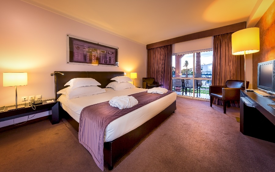 Book the Vila Gale Praia Hotel, Albufeira - Sunway.ie