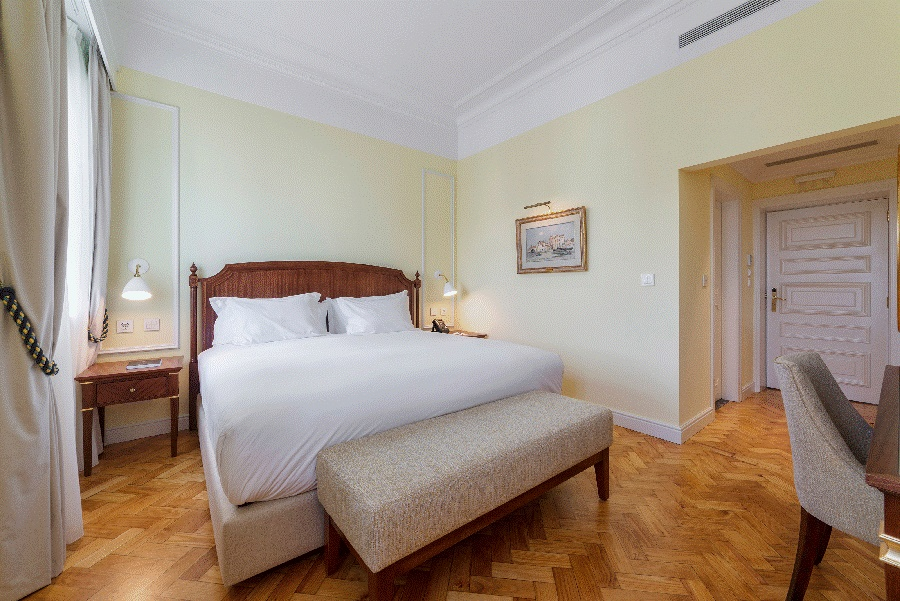 Stay at the Infante Sagres Hotel, Porto with Sunway