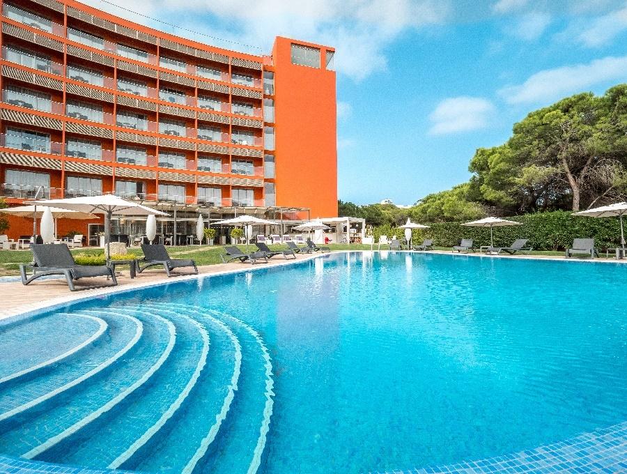 Stay at the Aqua Pedra dos Biscos, Praia da Oura with Sunway